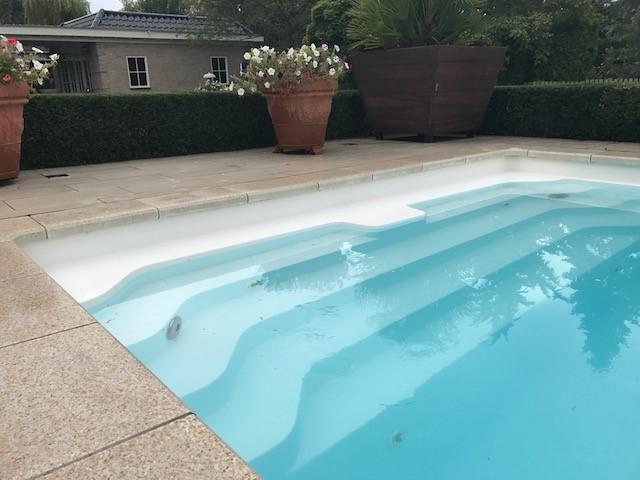 Polyester zwembad vrij van kalk for Polyester zwembad plaatsen