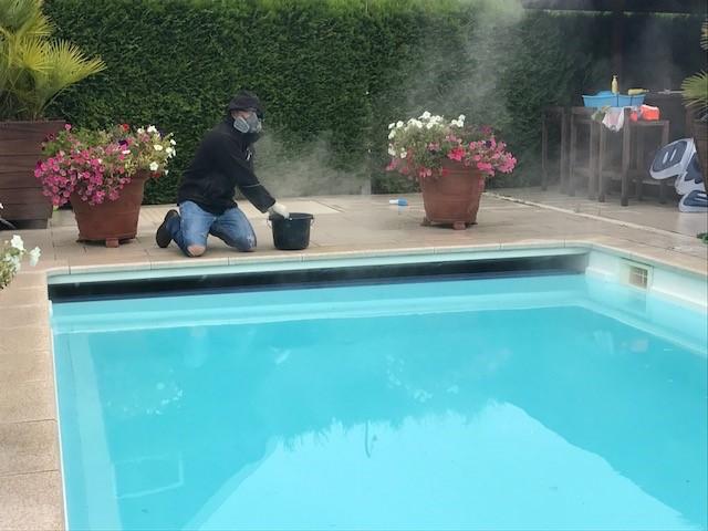 Zwembad reinigen van polyester for Polyester zwembad plaatsen