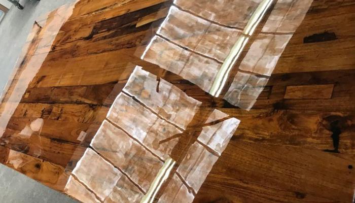 helder-epoxy-gieten-tafel